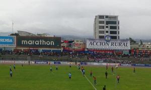 Panorámica del Olímpico de Riobamba, donde los ídolos de dicha ciudad y de Ambato empataron sin goles. Foto: Macará en su cuenta Twitter.